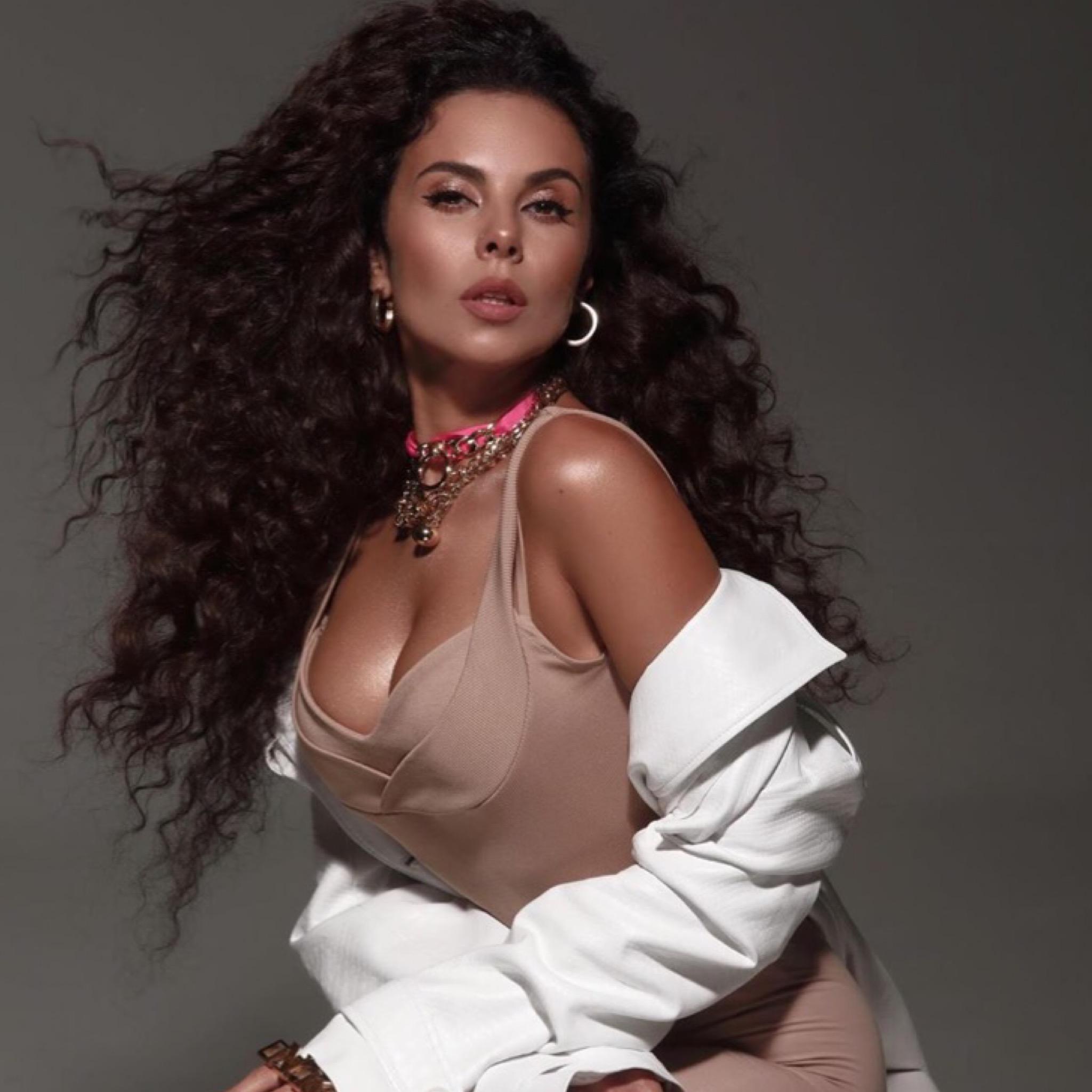 «Я горячая девушка»: NK   Настя Каменских «засветилась» в мексиканском Playboy